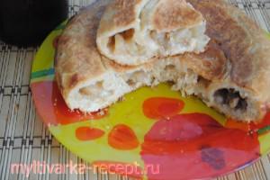 Пирог фруктовый в мультиварке из слоеного теста
